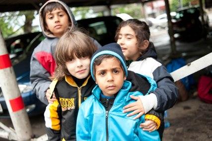 Afghanische Kinder am Belgrader Bahnhof