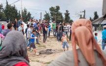 Zuschauer bei einem Streit zwischen Kurden und Arabern