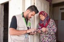 Omar registriert die Familie einer syrischen Witwe.