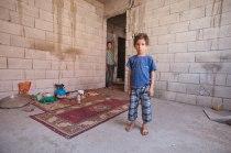 """Syrischer Junge in der """"Küche""""."""