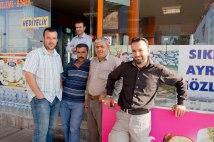Syrische Arbeiter an einer Tankstelle