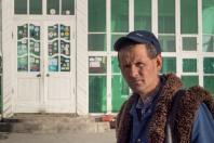 Der Waechter vor dem Hotel in Murgab