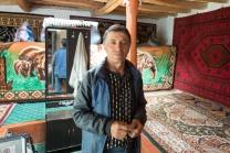 Im Homestay nahe der Bibi Fatima Quelle. Im Bild: Vater der Familie, seine Frau ist gestorben. Er hat vier Söhne und drei Töchter.