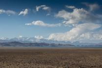 Karakul-See mit den 7000endern im Hintergrund.