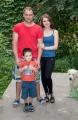 Stas, Nastia, Sohn Dania und Hund Emma in Zukhovs Guesthouse in Osh.