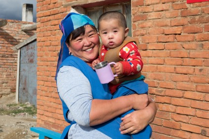 Kasachische Mongolin kurz hinter der Grenze
