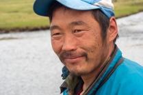 Mongolischer Hirte an der Furt, an der das Motorrad ausging.