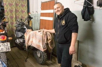 Sommerquartier für das Motorrad bei Sergey