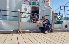 Bootsleute der Touristendampfer am Baikalsee