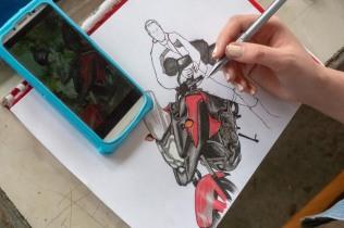 Jekaterinoslawka. Im Bild: Vityas Tochter Lena malt und zeichnet gerne